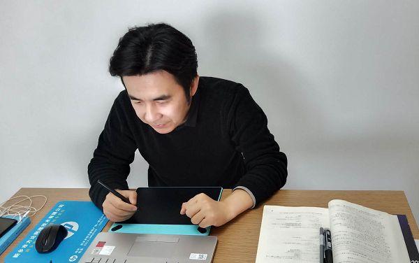 柯岚老师使用Wacom数位板备课