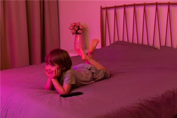 寒假宅家,飞利浦环景光8500系列电视让孩子健康畅享动画 图3