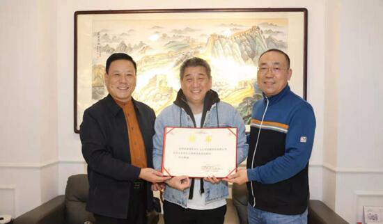 左:崔宝民先生 中:翟健民老师 右:王丰先生