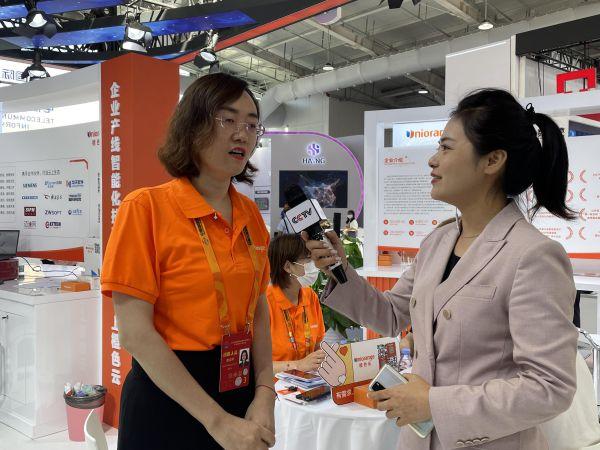 橙色云董事长、总经理赵迎芳女士接受央视记者采访